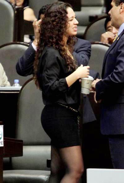 Diputada en minifalda yahoo dating