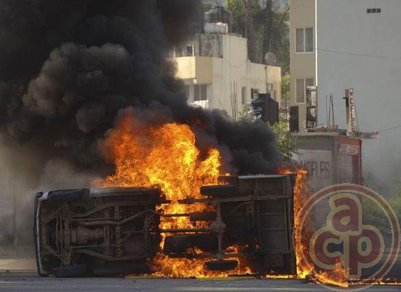 """Otra barbarie de nuevo en México de """"policías"""" en contra de estudiantes. - Página 2 193109normalistas1"""