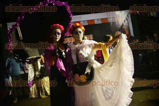 Desfilan 140 catrinas por calles de Xalapa en concurso de Junta de Mejoras  del Estado , Al Calor Político