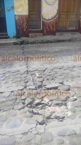 Se quejan en Xico que CAEV no arregla calles, las rompen para hacer reparaciones - alcalorpolitico