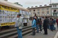 Xalapa, Ver., 26 de febrero de 2015.- Al cumplirse cinco meses de la desaparici�n de los estudiantes normalistas de Ayotzinapa se instal� en Plaza Lerdo una carpa y tendedero informativo con carteles para recordar los hechos.