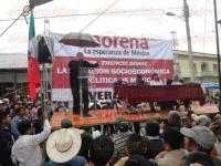 Tantoyuca, Ver., 27 de febrero de 2015.- Cientos de simpatizantes y militantes de acudieron a la conferencia sobre la situaci�n econ�mica y pol�tica de M�xico que dio el excandidato presidencial, Andr�s Manuel L�pez Obrador, anunci�ndoles que