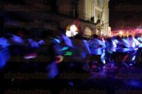 Xalapa, Ver., 28 de febrero de 2015.- La noche de este s�bado se corri� la carrera �Glow Run 5K�, que inici� frente a Palacio de Gobierno con cientos de atletas; presente estuvo el director de la Juventud, Jacob Zayas.