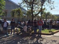 Xalapa, Ver., 2 de febrero de 2015.- Llegan en camiones afiliados al Sindicato Democr�tico de Trabajadores de la Educaci�n del Estado para manifestarse frente al Tribunal Estatal de Conciliaci�n y Arbitraje.