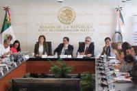M�xico, D.F., 2 de marzo de 2015.- Los senadores Pablo Escudero, Cristina D�az y Alejandro Encinas encabezan la audiencia p�blica de las ONGs FUNDAR, ART19 con las Comisiones Unidas Anticorrupci�n para abordar el tema de la Ley general de Transparencia. Las ONGs exigen acceso a los documentos y casos de violaci�n de derechos humanos en M�xico.