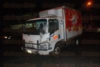 Xalapa, Ver., 4 de marzo de 2015.- Tras el choque en el crucero de la avenida Chedraui Caram y L�zaro C�rdenas resultaron lesionados los cuatro ocupantes de la ambulancia de Actopan, quienes fueron auxiliados por personal param�dico del Centro Regulador de Urgencias M�dicas (CRUM) y de Escuadr�n Nacional de Rescate.