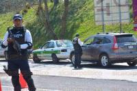 Xalapa, Ver., 4 de marzo de 2015.- Elementos de Tr�nsito del Estado y Polic�a Vial implementaron el operativo radar en la avenida Murillo Vidal para detectar automovilistas que circulan a exceso de velocidad y la revisi�n de la documentaci�n de los autos.