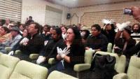 Xalapa, Ver., 4 de marzo de 2015.- En la reuni�n con el alcalde Am�rico Z��iga, artistas llegaron con las manos pintadas de blanco y atadas para manifestar su inconformidad por el cobro de impuestos a las actividades que desarrollan.
