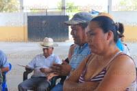 Comunidad Arroyo del Arco, Papantla, Ver., 5 de marzo de 2015.- Los habitantes que se sienten enga�ados por funcionarios de PEMEX, amagan con bloquear pozos y carreteras para que la empresa reconozca que sus casas fueron fracturadas por las explosiones de una subsidiaria.