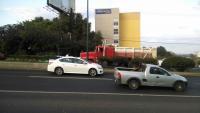 Xalapa, Ver., 5 de marzo de 2015.- Por un par de horas se alter� la circulaci�n en la carretera Veracruz-Xalapa debido a la imprudencia del conductor de un taxi que colisionara con el cami�n de volteo, pues trat� de ganarle el paso.