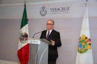 Xalapa, Ver., 6 de marzo de 2015.- El secretario de Desarrollo Econ�mico y Portuario, Erik Porres Blesa, tom� protesta al nuevo director general de API Sistema Portuario Veracruzano, Ricardo Diez Deschamps.