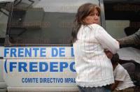 Xalapa, Ver., 6 de marzo de 2015.- Integrantes del Frente de Defensa Popular (FREDEPO) se manifestaron en las instalaciones de la Direcci�n de Desarrollo Urbano y Medio Ambiente de Xalapa.