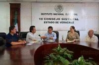 Xalapa Ver., 26 de marzo de 2015.- Se registra Cuitl�huac Garc�a Jim�nez ante el INE como aspirante a la diputaci�n federal para el distrito de Xalapa Urbano por el partido MORENA.