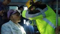 Xalapa, Ver., 26 de marzo de 2015.- En el carril con direcci�n a Las Trancas de Arco Sur frente al Poder Judicial, al parecer camioneta de materiales intent� rebasar y se impact� en la parte trasera de un cami�n perdiendo el control. Hay 3 personas lesionadas y la circulaci�n detenida.
