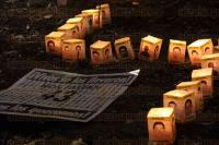 M�xico, DF, 26 de marzo de 2015.- Decenas de personas participaron en la velada en memoria de los 43 normalistas de Ayotzinapa afuera de la PGR, organizada por la ONG de Derechos Humanos Amnist�a Internacional.