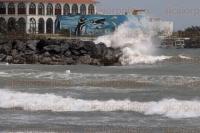 Veracruz, Ver., 27 de marzo de 2015.- Pese a las rachas de viento registradas en el Puerto por el paso del Frente fr�o n�mero 43, no se reporta hasta al momento afectaciones graves.