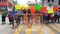 Boca del R�o, Veracruz, 28 de marzo de 2015.- Habitantes y comerciantes de las calles Miguel Hidalgo e Independencia cerraron el carril que va de norte-sur del bulevar Miguel Alem�n en protesta por los cierres de calles que hizo el alcalde Miguel �ngel Yunes M�rquez.