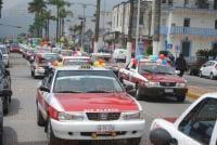 Orizaba, Ver. 28 de marzo de 2015. Un promedio de 80 Taxistas del grupo GRITO, salieron a las calles de Nogales, R�o Blanco y Orizaba para manifestar su inconformidad por el trato que reciben de Transporte P�blico y festejar su primer a�o de existencia como central.