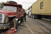 Xalapa, Ver., 28 de marzo de 2015. Este s�bado se registr� un accidente en la carretera federal Villa Aldama- Xalapa, un tr�iler invadi� la carretera con sentido hacia el Municipio de Perote; no se registraron lesionados.