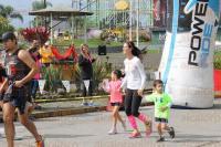 Orizaba, Ver., 29 de marzo de 2015.- Familias completas, as� como j�venes, adultos y ni�os corrieron en la avenida Circunvalaci�n como parte de
