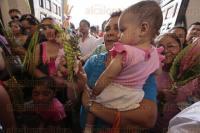 Veracruz, Ver., 29 de marzo de 2015.- Decenas de feligreses asistieron este Domingo de Ramos a la Catedral de este Puerto para que les sean bendecidas Las Palmas por el Obispo.