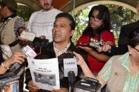 Xalapa, Ver., 30 de Marzo de 2015.- En conferencia de prensa, el diputado federal Uriel Flores Aguayo le exigi� al secretario de Finanzas, Antonio G�mez Pelegr�n que pague las pensiones a adultos mayores y dijo que no permitir� la instalaci�n del gasoducto en Xalapa, Coatepec y Emiliano Zapata.