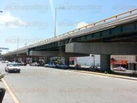 Poza Rica, Ver., 30 de marzo de 2015.- Representantes de PEMEX y de la constructora SIGMA dan largas a las autoridades municipales para el proceso de entrega-recepci�n del Distribuidor Vial.