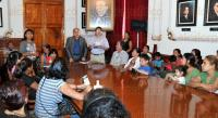 Xalapa, Ver., 30 de marzo de 2015.- En el sal�n Ju�rez de Palacio de Gobierno alrededor de 80 integrantes de la Asociaci�n Civil Fuerza Social, fueron atendidas por el coordinador de asesores de la SEGOB, Rogelio Hern�ndez Madrid.