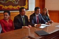 Xalapa, Ver., 30 de marzo de 2015.- El director del Instituto Veracruzano del Deporte, Carlos Sosa; la s�ndica, Michelle Serv�n y el alcalde Am�rico Z��iga firmaron un convenio de colaboraci�n para promover el deporte.