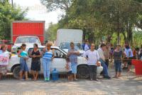 Papantla, Ver., 30 de marzo de 2015.- Cerca de las 15:00 horas habitantes de la comunidad El Taj�n bloquearon el acceso principal a su comunidad, luego de la fuga de PEMEX que contamin� su manantial.