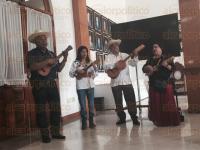 C�rdoba, Ver., 31 de marzo de 2015.- En conferencia de prensa se present� la novena edici�n del Encuentro de Son Jarocho, Huasteco, Huapango y Trovada 2015, el cual abrir� con galer�a fotogr�fica en el Centro Cultural Cordob�s, este 1 de abril.