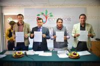 Xalapa Ver., 1 de abril de 2015- Firma de convenio entre CONAFOR y los ayuntamientos de Emiliano Zapata, Perote y Ayahualulco en materia de prevenci�n de incendios forestales, con estos 3 se suman 10 los convenios realizados de esta dependencia.