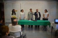 Xalapa Ver., 18 de abril de 2015.- En representaci�n del rector de la UPAV, Guillermo Z��iga y en compa��a de Omar Pensado D�az el maestro Amando Octavio Dom�nguez Ruiz inaugur� el