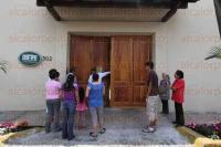 Xalapa, Ver., 18 de abril de 2015.- Vecinos de la colonia 2 de Abril se reunieron en Casa Veracruz; piden hablar con el Gobernador ya que quieren m�s seguridad debido a la ola de asaltos y violencia que hay en esta zona.