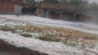 Jilotepec, Ver., 18 de abril de 2015.- Comparte fotograf�as de c�mo qued� la comunidad de Esquil�n tras la granizada de la tarde de este s�bado. Se observa el suelo repleto de peque�os granizos.