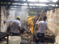 Papantla, Ver., 19 de abril de 2015.- Cortocircuito provoc� incendio en una vivienda de madera y teja ubicada sobre la calle Venustiano Carranza de esta poblaci�n.