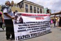 Xalapa, Ver., 20 de abril de 2015.- Comerciantes del mercado �Emiliano Zapata� de Orizaba, se manifestaron la tarde de este lunes en la Plaza Lerdo para exigirle al gobernador Javier Duarte que cumpla con la soluci�n al conflicto social de los comerciantes de dicho mercado y respeto los acuerdos que se han firmado.