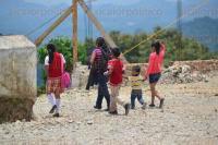San Andr�s Tlalnelhuayocan, Ver., 20 de abril de 2015.- La ma�ana de este lunes padres de familia de la escuela primaria �Benito Ju�rez� tomaron las instalaciones pidiendo la destituci�n de 3 intendentes y el Director.