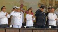 Alvarado, Ver., 21 de abril de 2015.- El presidente de la Rep�blica, Enrique Pe�a Nieto, acompa�ado por el gobernador, Javier Duarte de Ochoa presentes en la Ceremonia de Jura de Bandera de la Generaci�n 2014-2019 de la Heroica Escuela Naval Militar.