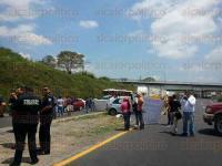 Orizaba, Ver., 21 de abril de 2015.- Decenas de automovilistas est�n varados ante el bloqueo que efect�an integrantes de SUMA en la carretera C�rdoba-Orizaba.