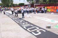 M�xico, D.F, 21 de abril de 2015.- Cientos de ahorradores de todo el pa�s defraudados por FICREA protestaron afuera de la C�mara de Diputados para demandar el pago de sus ahorros y castigo a los responsables del fraude, tanto de la financiera como de los funcionarios p�blicos involucrados.