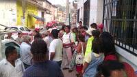 Guti�rrez Zamora, Ver., 21 de abril de 2015.- Vecinos de la colonia Cuautitl�n se apersonaron en las oficinas de CAEV para exigir la introducci�n de l�neas de agua potable.