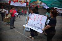Xalapa Ver., 21 de abril de 2015.- Docentes adheridos al CNTE se congregaron en la Plaza Lerdo
