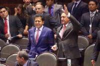 M�xico, D.F, 21 de abril de 2015.- Legisladores por Veracruz trabajan durante la sesi�n en la C�mara de Diputados en lo que su �ltimo a�o como representantes populares.