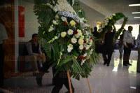 Xalapa Ver., 24 de abril de 2015.- Entre decenas de coronas y arreglos florales fue despedido Guillermo Z��iga Mart�nez, este viernes en la Capital del Estado, ser� trasladado a la Secretar�a de Educaci�n de Veracruz para realizarle un homenaje.