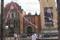 Orizaba, Ver., 24 de abril de 2015.- En su segundo d�a, como obispo del municipio Eduardo Cervantes sali� en procesi�n acompa�ado de sacerdotes y seminaristas hacia la Catedral �San Miguel Arc�ngel�, para tomar posesi�n de la catedral.