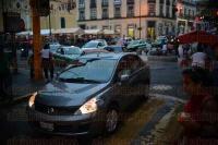 Xalapa, Ver., 24 de abril de 2015.- Nuevamente m�sicos se manifiestan bloqueando la calle de Enr�quez, piden respuesta inmediata a su falta de pago. Tambi�n los acompa�an gente de Atzalan.