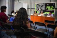 Xalapa Ver., 25 de abril de 2015.- Se desarroll� la mesa redonda con el tema �10� Aniversario de la Convenci�n UNESCO 2005: reflexiones en torno a la participaci�n de la sociedad civil en la protecci�n y la promoci�n de la diversidad de las expresiones culturales�; participan Luanda Smith, Claudio Castro y Alma Tenorio.