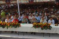 Veracruz, Ver., 25 de abril de 2015.- El secretario general del Comit� Ejecutivo Nacional del Movimiento Antorchista, Aquiles C�rdoba, inaugur� el D�cimo Torneo Nacional de Voleibol, en el Complejo Deportivo Antorchista de la reserva Vergara Tarimoya 4 de este Puerto.