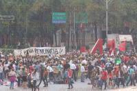 M�xico, D.F, 27 de abril de 2015.- Cientos de personas marcharon del �ngel de la Independencia a las avenidas Reforma y Bucareli, en el antimonumento en honor a los 43 normalistas v�ctimas de desaparici�n forzada, a 7 meses de su ausencia.